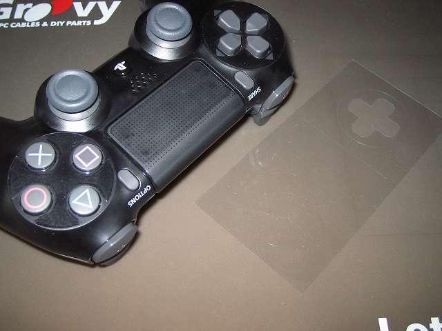 PlayStation 4 用 コントローラー 保護フィルム 防指紋 GAFV-08 コントローラーの貼り付け部分をきれいにしておく