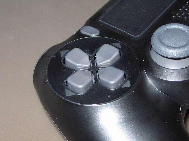 PlayStation 4 用 コントローラー 保護フィルム 防指紋 GAFV-08 十字キーに貼り付けた保護フィルム