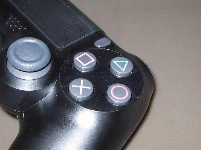 PlayStation 4 用 コントローラー 保護フィルム 防指紋 GAFV-08 ボタンに貼り付けた保護フィルム