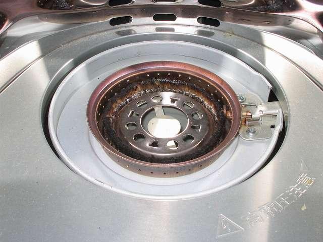 トヨトミ 石油ストーブ RS-S23C クリーニング・メンテナンス作業 しんの手入れ(から焼きクリーニング)、芯(しん)の先端が固くなっているときは、ラジオペンチなどで固い部分を軽くつぶしておく
