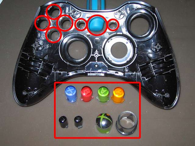 Xbox 360 コントローラー(ブラック) スプレーを使ってメンテナンス、ABXY ボタンの側面とセレクト・スタートボタン、Xbox ガイドボタンとそれぞれのボタン穴のすれ合う部分にドライファストルブを噴射