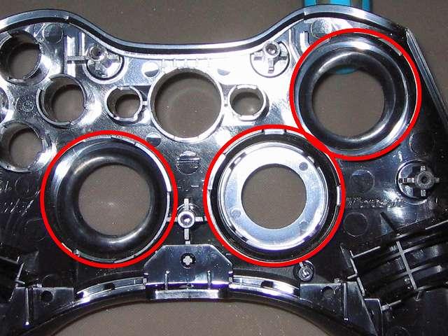 Xbox 360 コントローラー(ブラック) スプレーを使ってメンテナンス、十字キーとアナログスティックの装着穴部分にドライファストルブを噴射