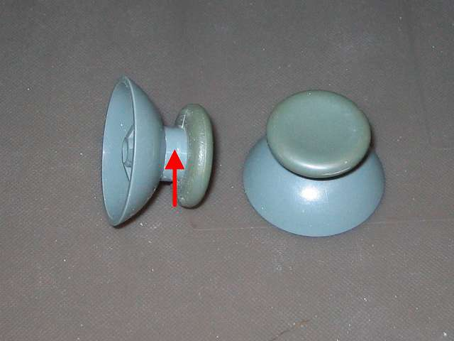Xbox 360 コントローラー(ホワイト) スプレーを使ってメンテナンス、アナログスティックのゴム以外のスティック部分にドライファストルブを噴射