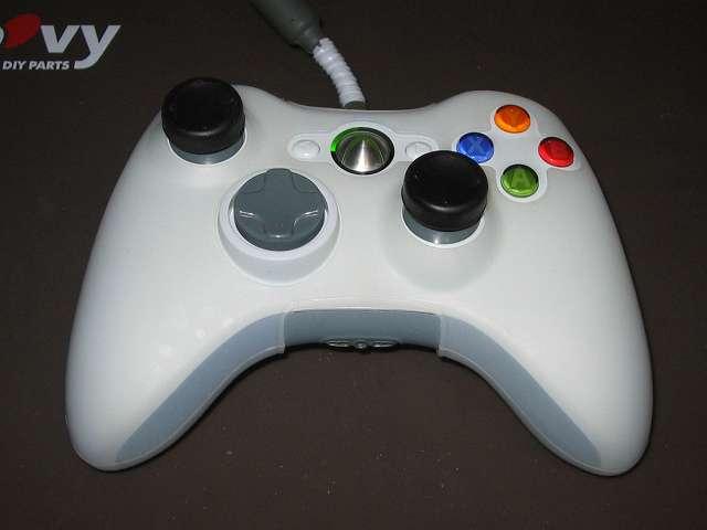Xbox 360 コントローラー(ホワイト) スプレーを使ってメンテナンス、コントローラーカバーとアナログスティックカバーを装着して完了