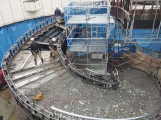階段解体中 (1)