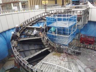 階段解体中 (2)