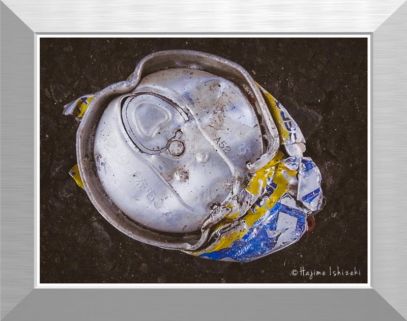 潰れた空き缶