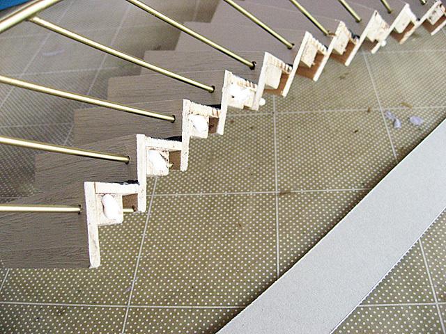 帯状の厚紙を用意する