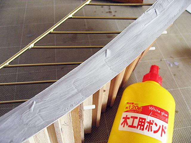 木工ボンドを塗り