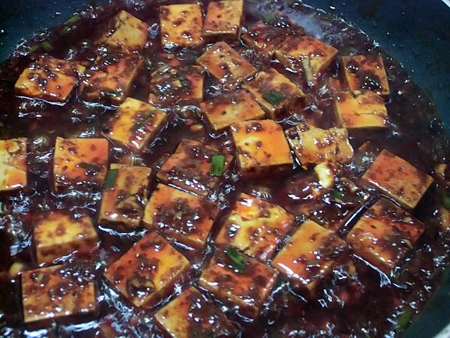 たちまち赤く染まる豆腐