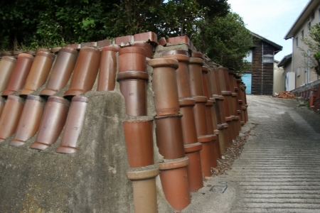 再利用した土管の門構え
