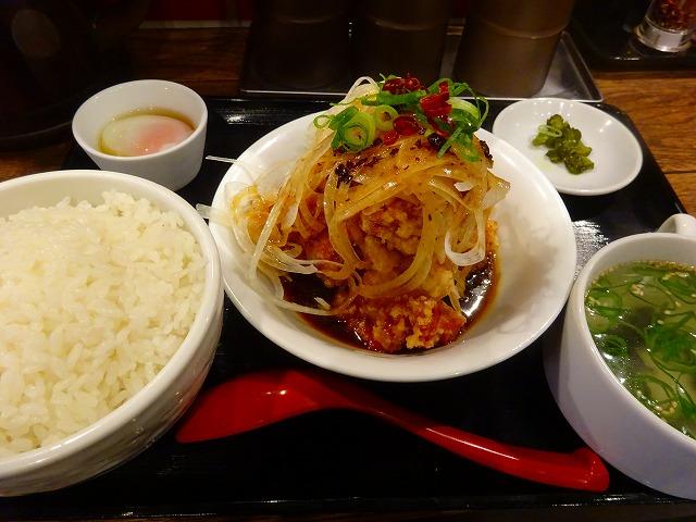 すする担々麺3 (2)