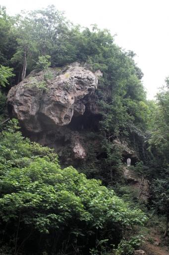 奥の院の巨石