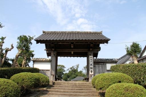 天倫寺の山門