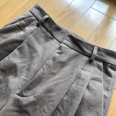 『大きな服を着る小さな服を着る』よりタックパンツワイド