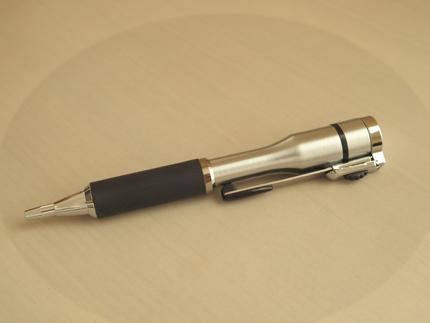 シャチハタボールペン