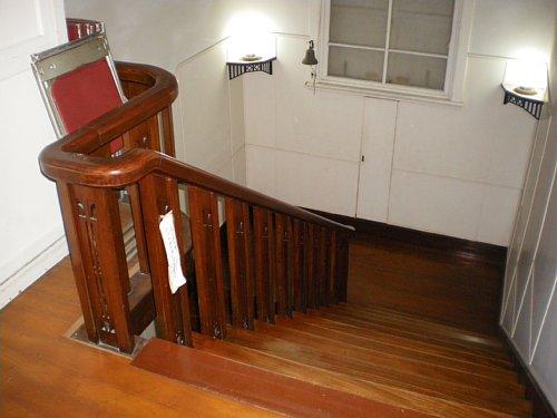 東伏見宮葉山別邸・2F階段