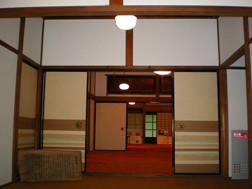 恩賜館・玄関ホール