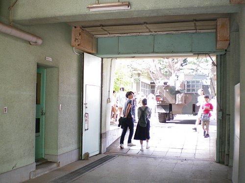 小菅刑務所・中庭通路1