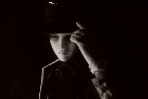 「帝都物語」の加藤保憲としてお迎えした、Ringdoll、Dracula-Style B。ソフトな質感のモノクロ写真を撮ってみたくて、レンズフィルター・Proソフトンをつけて挑戦。