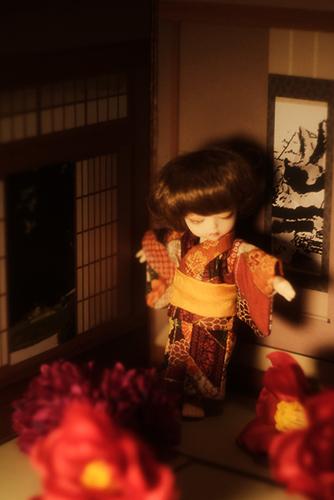 DOLL FACTORY・Baby Ariの小さな眠り目の子、Emma(エマ)。レトロ調のお着物を着て、お正月らしくしてみました。