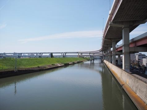 綾瀬川と首都高速 堀切JCT