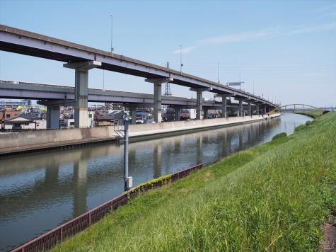 綾瀬川と首都高速中央環状線C2
