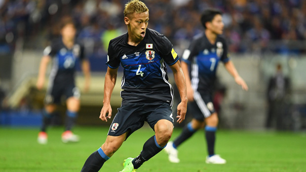 japanese-attacking-star-keisuke-honda-on-the-ball-against-the-uae-in-world-cup-qualifying.jpg