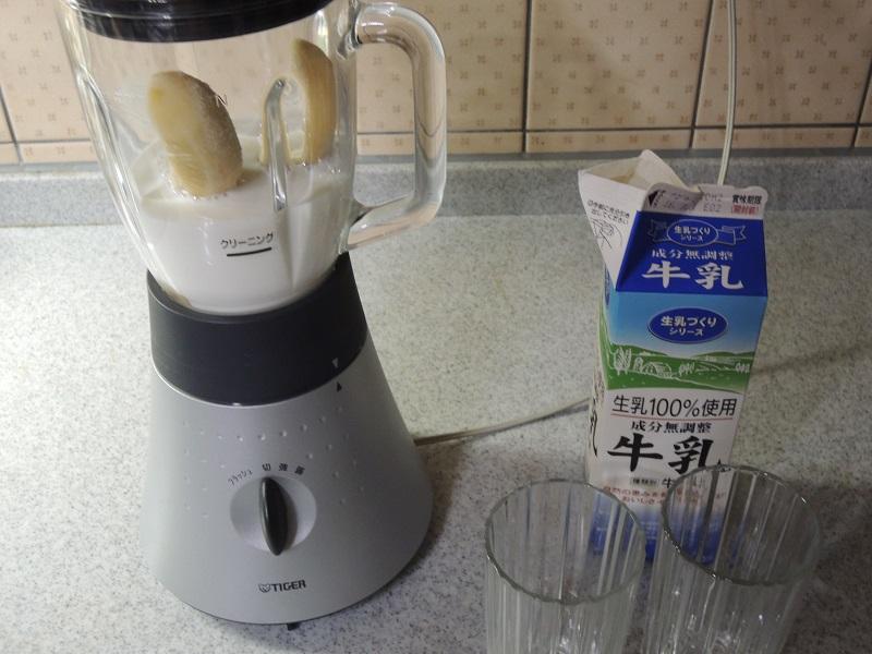 牛乳を入れます