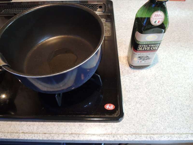 お鍋にオリーブオイル