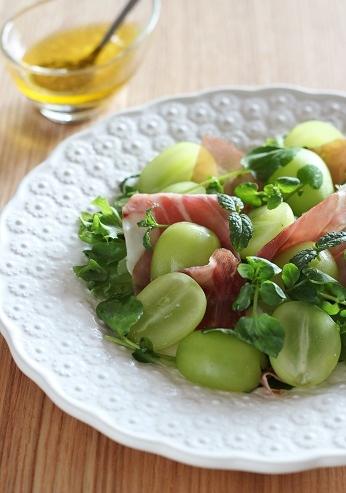葡萄と生ハムのサラダミント