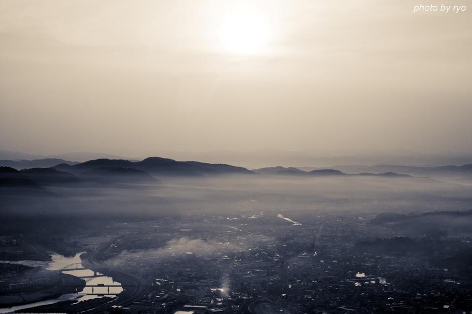 たなびく霧の朝