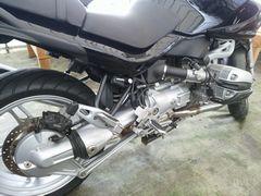 【写真】錆びを落としたオートバイのエンジン部分