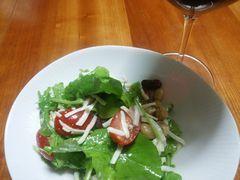 【写真】ルッコラとチーズのサラダ(ミニトマト入り)