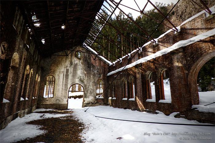 雪化粧の旧細尾発電所