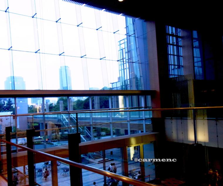 ミッッドタウン ガラス窓