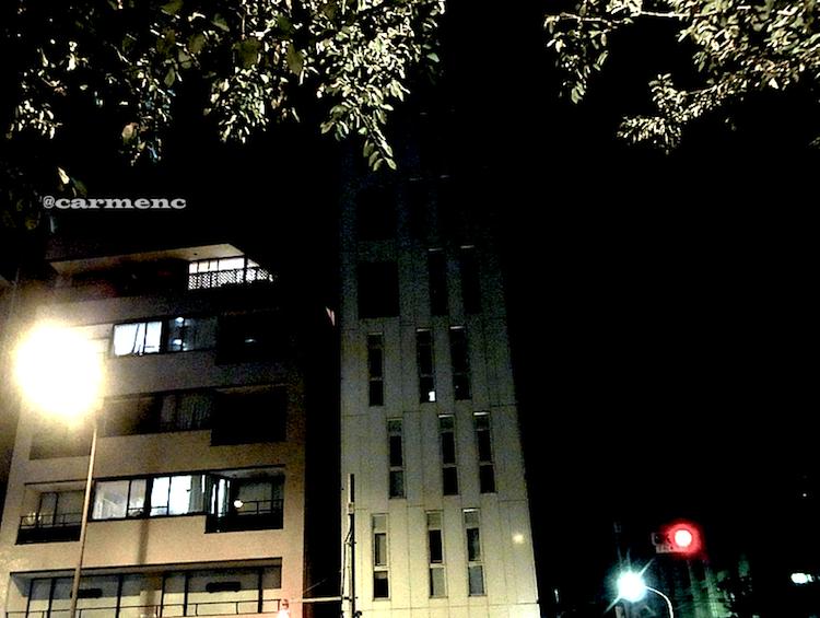 夜のペンシルビル信号