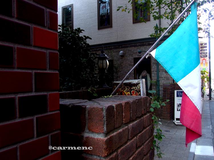 三色旗と煉瓦