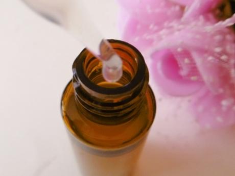 EGF、FGF、IGFにペプチド、DDSで修復・再生、肌細胞活性化、確かな実力のある美容液【リルジュ リカバリィエッセンス】