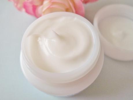 7日間で92.7%が、潤い、美白効果を実感!乾燥肌、敏感肌の薬用クリームとインナーケアサプリ【セシュレル・モイスティン】