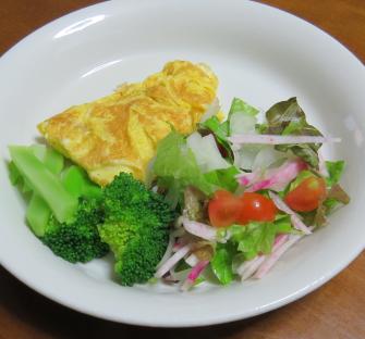 ブロッコリー入りサラダ卵焼き付き