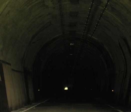 kyusakuramatitunnel09.jpg