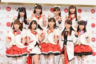 【朗報】Aqours声優・逢田梨香子さん、アニメの聖地の学校で学ぶ全校生徒から大歓迎を受ける!! ラブライブなんだよなぁ・・・
