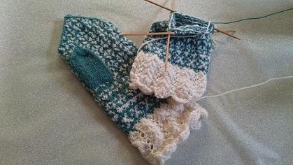 制作中編み込み手袋
